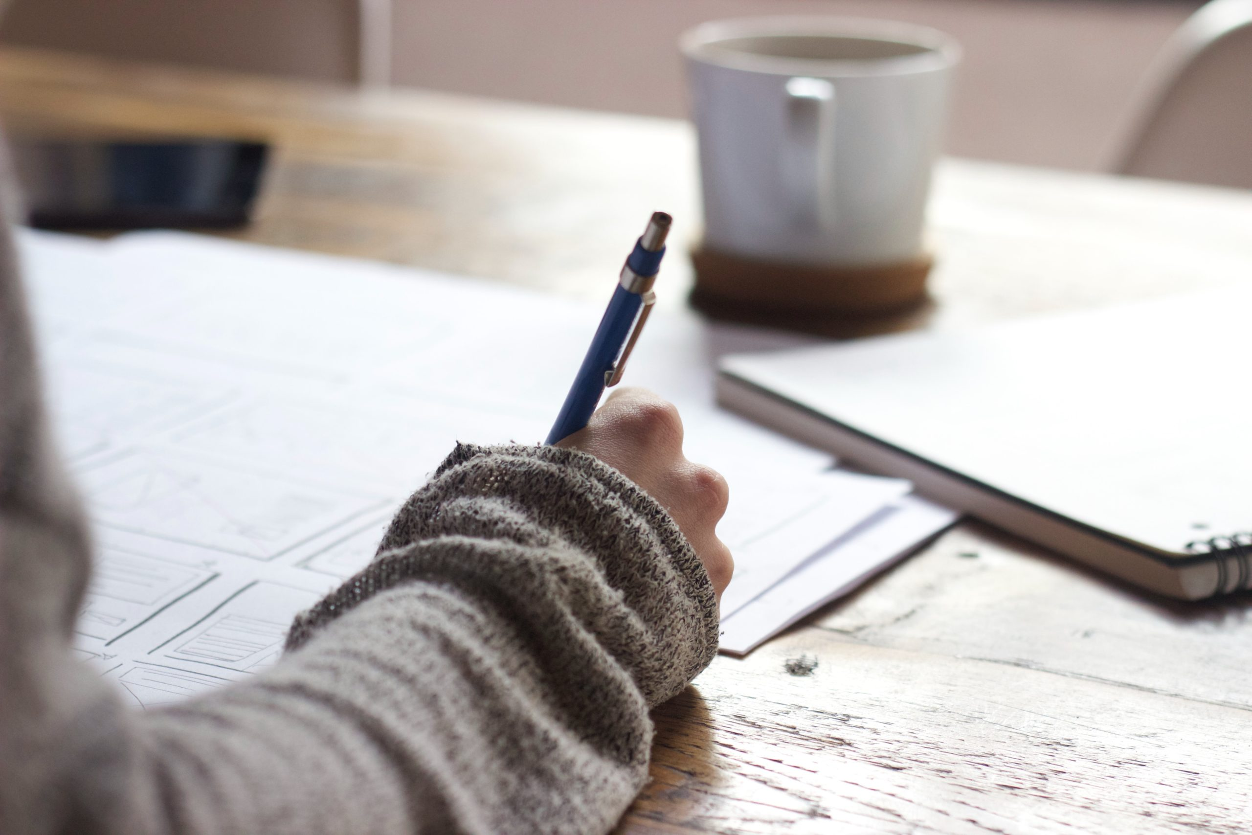 eine Hand, die schreibt